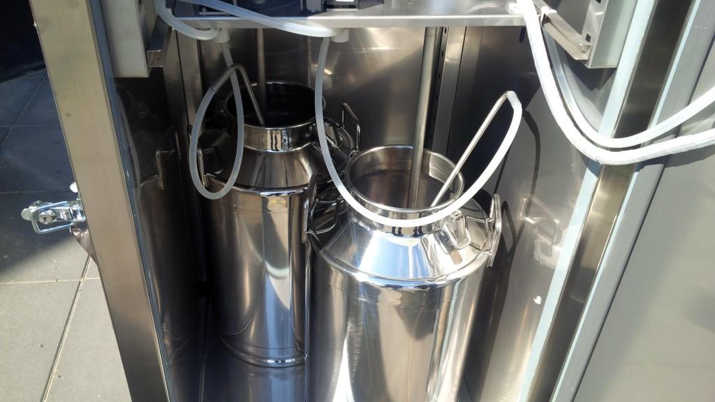 Melkbus in Brunimat Melktap met roerwerk